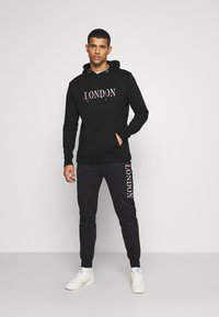 CLOSURE London - BASE LOGO TRACKSUIT - Sweatshirt - black - 6