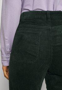 Monki - NILLA TROUSERS - Trousers - green dark - 6