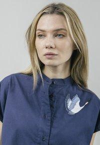 Brava Fabrics - CRANE FOR LUCK ESSENTIAL - Bluzka - blue - 3