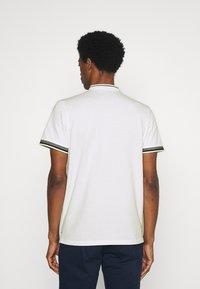 TOM TAILOR - COLLAR BAND - Basic T-shirt - off-white - 2
