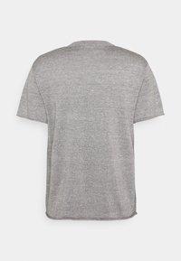 Icebreaker - FLAXEN CREWE - T-shirt imprimé - slate - 6