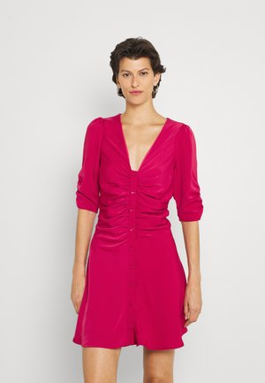 TERESA DRESS RUCHED SLEEVE AND BODY DRESS - Denní šaty - berry