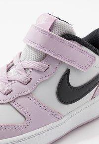 Nike Sportswear - COURT BOROUGH 2 UNISEX - Zapatillas - photon dust/off noir/iced lilac/white - 2