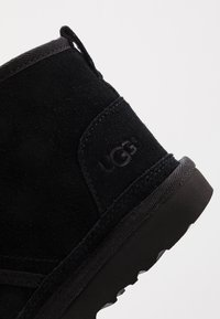 UGG - NEUMEL - Bottines à lacets - black - 2