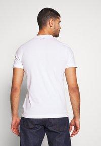 Napapijri - SOLANOS - Camiseta estampada - bright white - 2