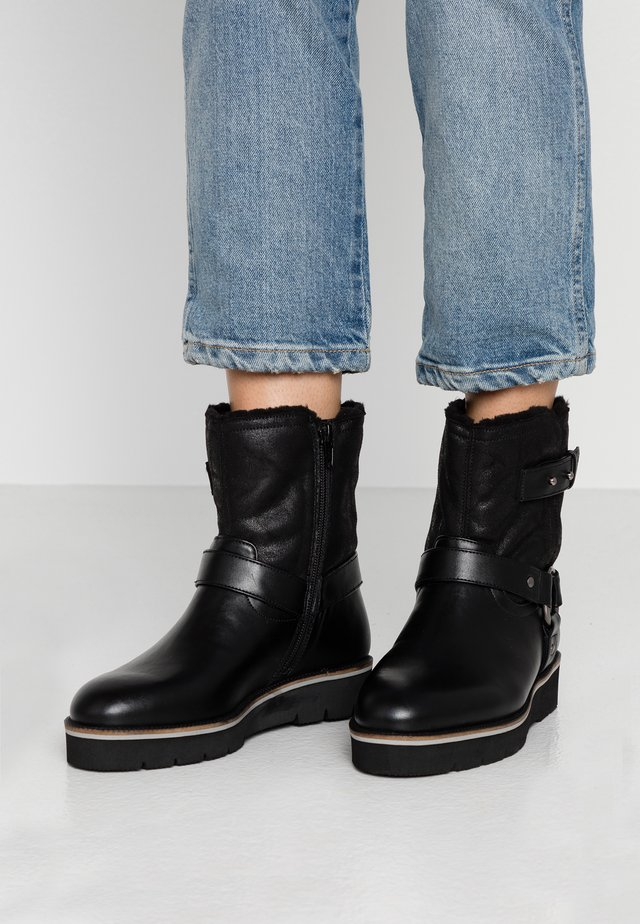 WIDE FIT ZOE LINED BIKER BOOT - Stivaletti texani / biker - black