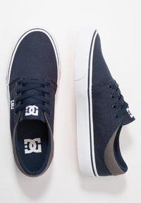 DC Shoes - TRASE - Zapatillas skate - navy/white - 1