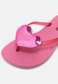 Ipanema - MAXI FASHION KIDS - T-bar sandals - pink/pink glitter - 6