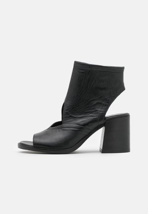 SUA - Sandali con cinturino - nero