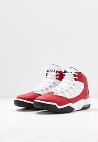 Jordan - MAX AURA - Korkeavartiset tennarit - gym red/black/white - 2