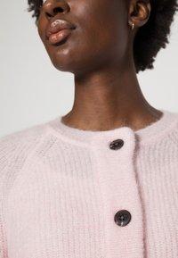 Selected Femme - SLFLULU SHORT CARDIGAN  - Neuletakki - chalk pink - 4