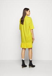 MOSCHINO - DRESS - Trikoomekko - yellow - 2