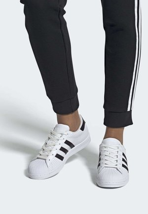 SUPERSTAR SHOES - Sneakers laag - white
