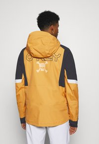 Oakley - GUNN SHELL - Snowboard jacket - gold yellow - 2
