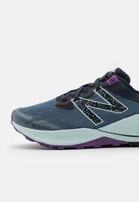 New Balance - NITREL - Løpesko for mark - silver pine - 5