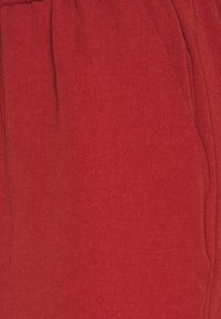 Pieces Petite - PCAYLEEN CULOTTE PETITE - Spodnie materiałowe - chili oil - 2