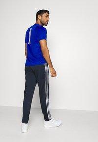 adidas Performance - 3 STRIPES SPORTS REGULAR PANTS - Teplákové kalhoty - legink/white - 2