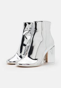 MM6 Maison Margiela - STIVALETTO EFFETTO SCUCITO - High heeled ankle boots - silver - 2