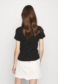 Levi's® - BABY TEE - T-shirts print - mineral black - 2