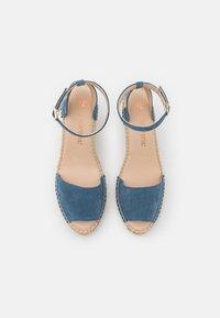 Macarena - CARLA - Sandály na platformě - jeans - 4