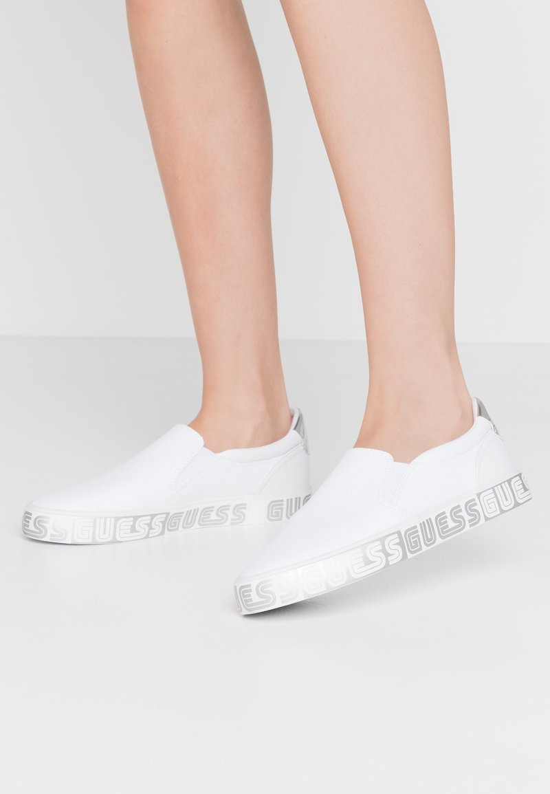 Guess - Mocasines - white
