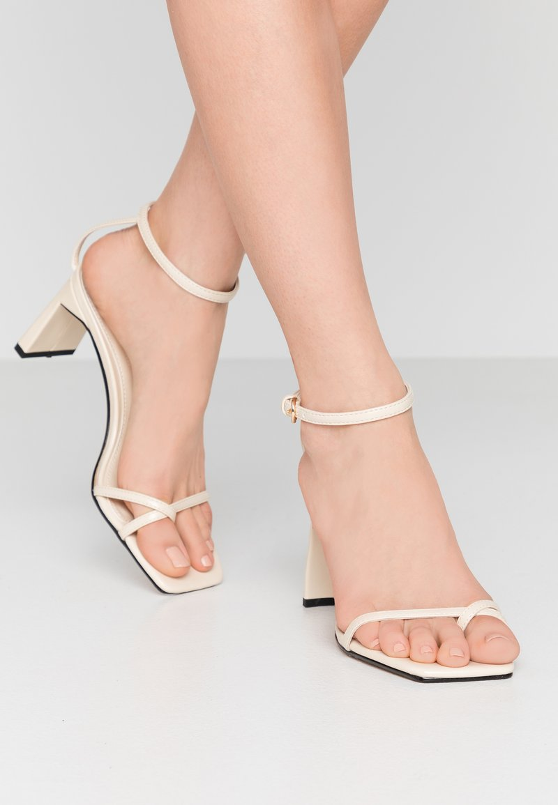 Topshop - NATURE STRAPPY BLOCK - Zehentrenner - offwhite