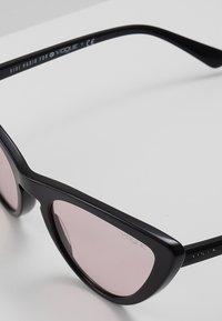 VOGUE Eyewear - GIGI HADID - Solbriller - black/pink - 2