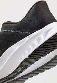 Nike Performance - QUEST 3 - Neutrala löparskor - black/white/iron grey - 5
