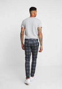 Only & Sons - ONSMARK PANT CHECK - Trousers - dark grey melange - 2