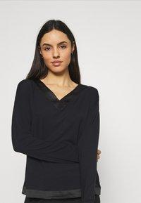 Calvin Klein Underwear - V NECK - Pyjama top - black - 3