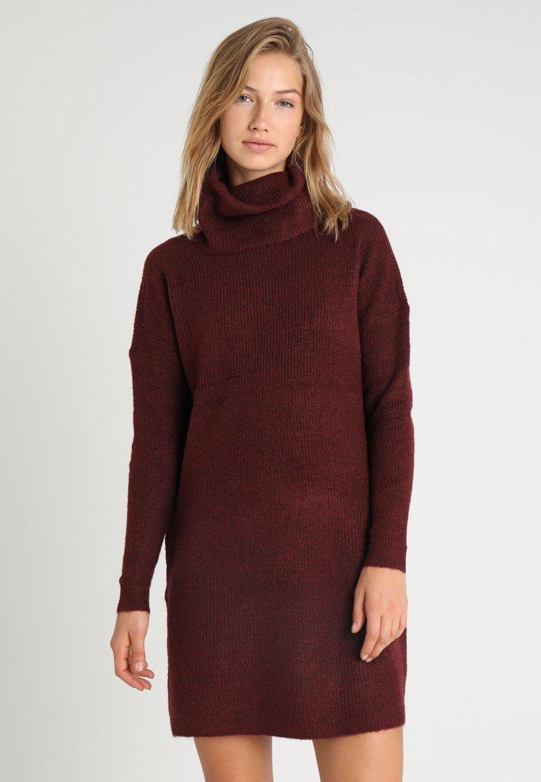 ONLY - ONLJANA COWLNECK DRESS  - Pletené šaty - chocolate truffle