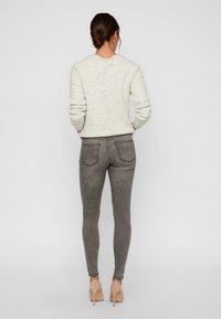 Vero Moda - VMTANYA - Jeans Slim Fit - light grey denim - 2