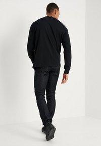 Calvin Klein Jeans - 026 SLIM FIT - Slim fit jeans - antwerp rinse - 2
