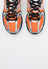 New Balance - MR530 - Zapatillas - orange - 5