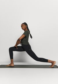 Cotton On Body - STRIKE A POSE YOGA - Leggings - black - 1