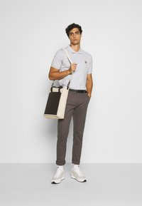 Lindbergh - CLASSIC WITH BELT - Chinos - mid grey - 1