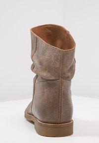 Felmini - CLASH - Classic ankle boots - camel - 3