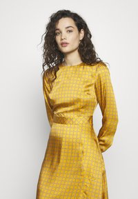 Progetto Quid - DRESS - Day dress - gold - 3