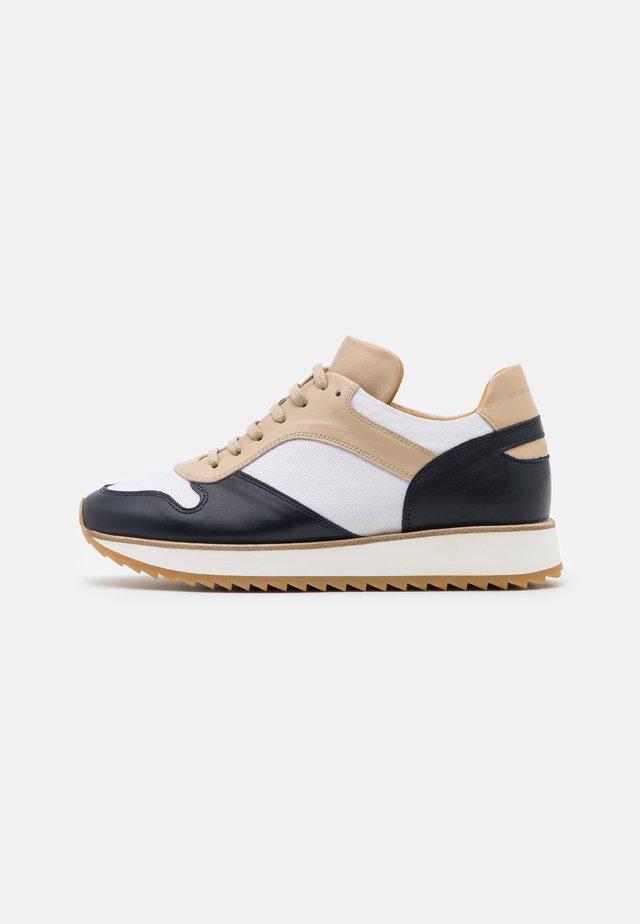 LOULA - Sneakers - marzipan