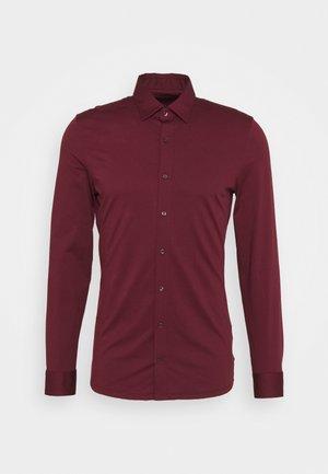 LUXOR MODERN FIT JERSEY - Kostymskjorta - bordeaux