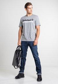 Timberland - Print T-shirt - medium grey heather-white - 1