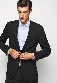 Michael Kors - PRINTED EASY CARE SLIM FIT - Formal shirt - light blue - 5