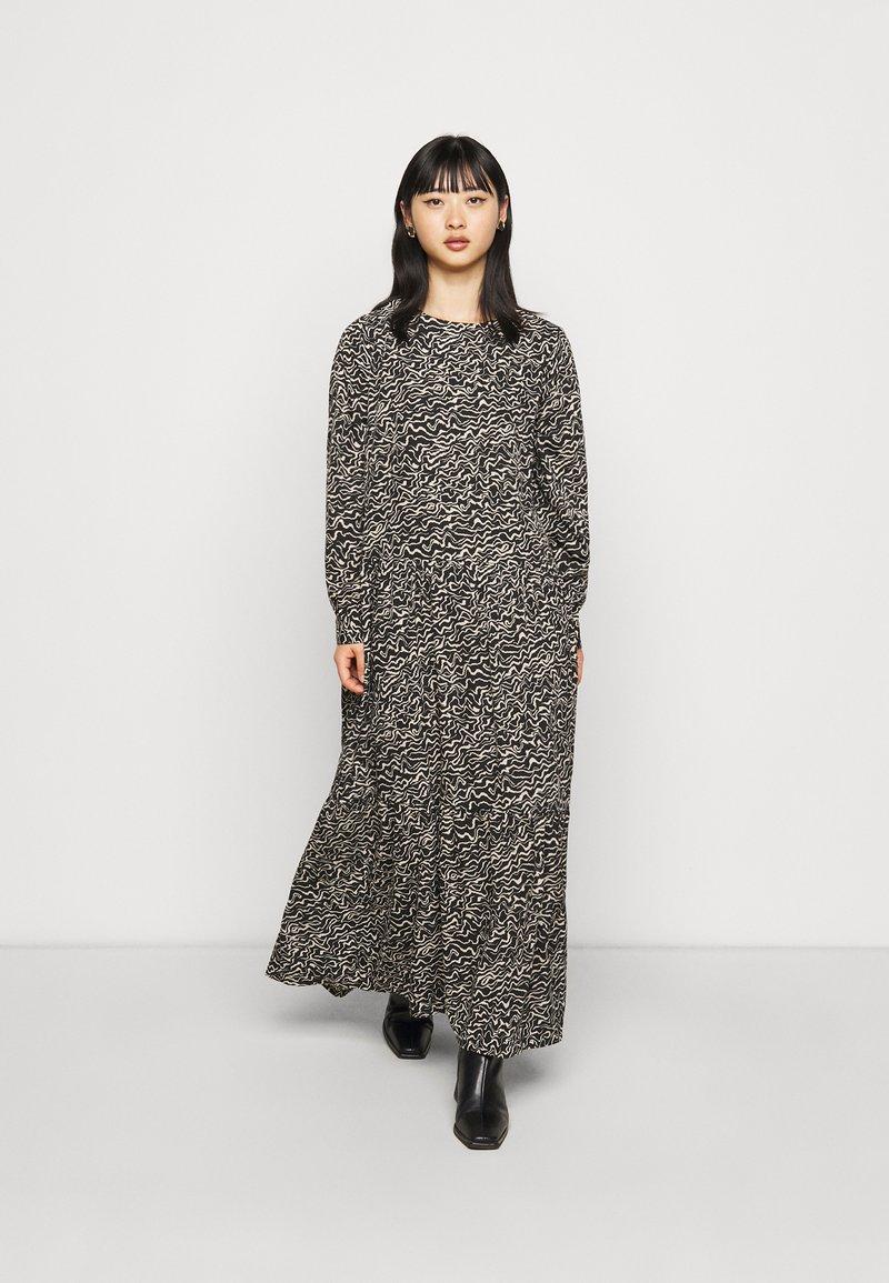 Noisy May Petite - NMRITA DRESS  - Denní šaty - black