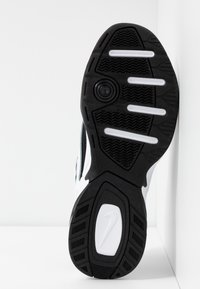Nike Sportswear - M2K TEKNO - Sneakersy niskie - white/china rose/black - 6
