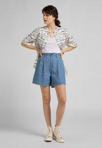 Lee - STELLA - Denim shorts - light linnen - 1