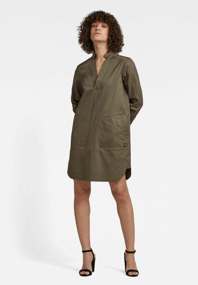 MILARY V-NECK SHIRT - Korte jurk - combat