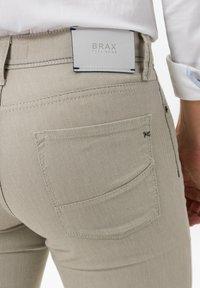 BRAX - STYLE CADIZ SQ - Pantalon classique - beige - 3