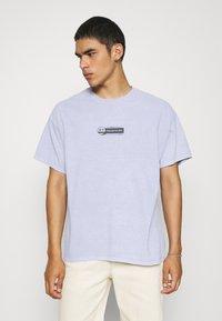 BDG Urban Outfitters - PREHISTORIC TEE UNISEX - T-shirt imprimé - lilac - 0