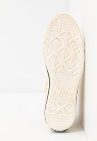 Converse - CHUCK TAYLOR ALL STAR 70 - Höga sneakers - pale wheat/egret/black - 4