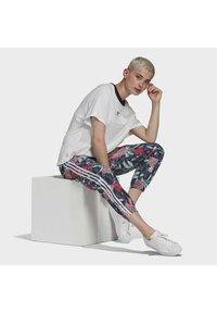 adidas Originals - Pantalon de survêtement - green - 4
